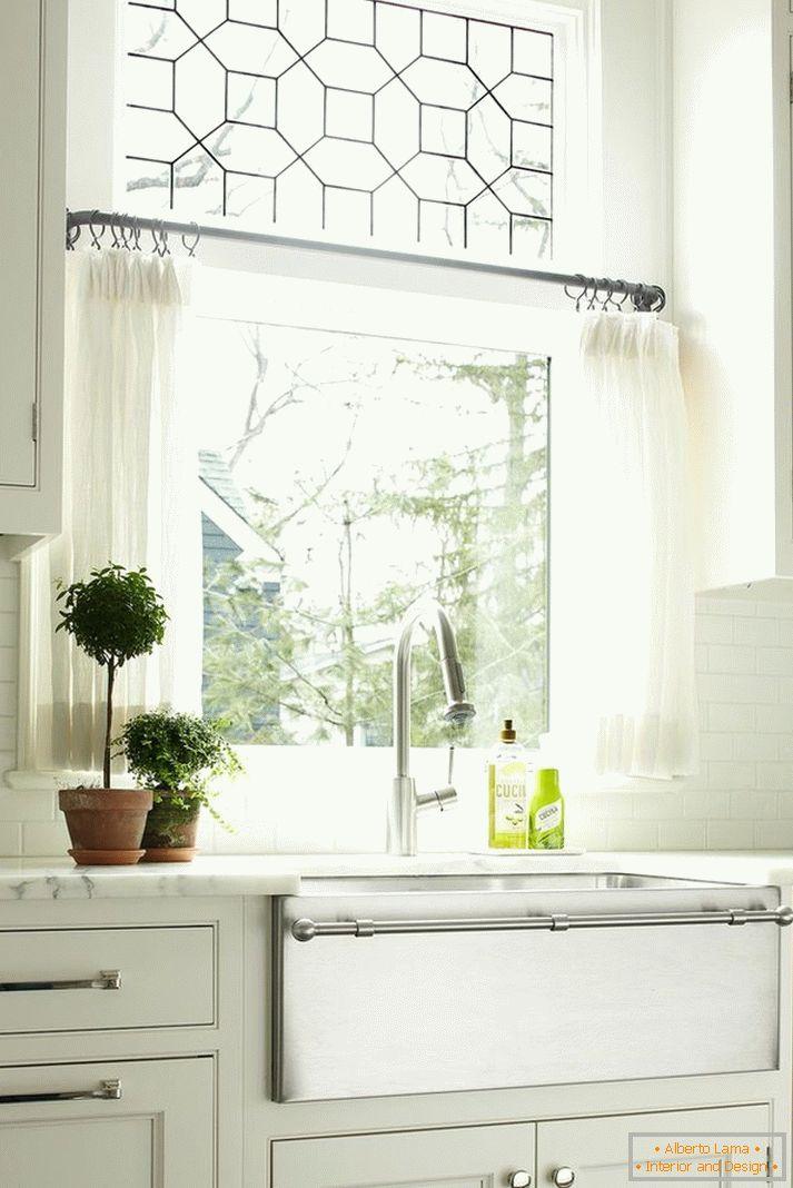 a5b30e08be50e Záclony v kuchyni - 100 fotografií nejlepších nových výrobků